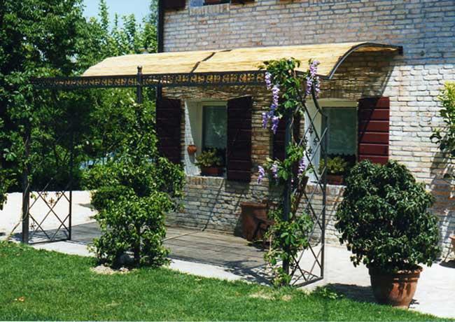 Arredo giardino e arredamento per esterni in ferro, verande