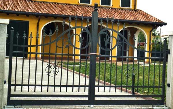 Cancello in ferro cancelli in ferro battuto recinzioni for Immagini cancelli in ferro